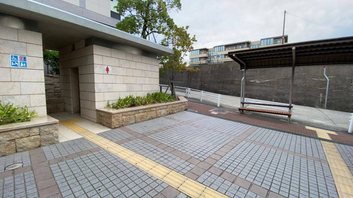 芦屋川駅北側トイレ